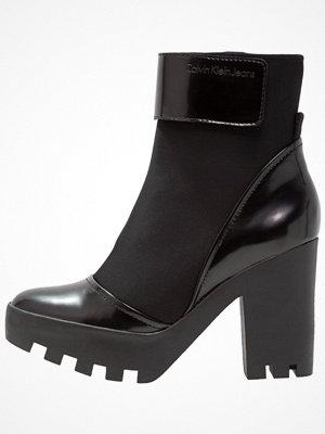Calvin Klein Jeans SISTER Klassiska stövletter black