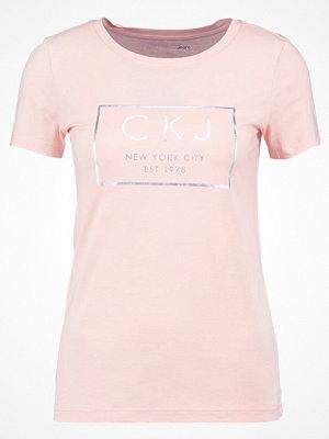 Calvin Klein Jeans TAMAR Tshirt med tryck peachy keen