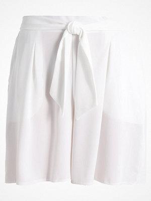 Dorothy Perkins Shorts white