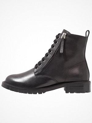 Boots & kängor - KIOMI Snörstövletter black
