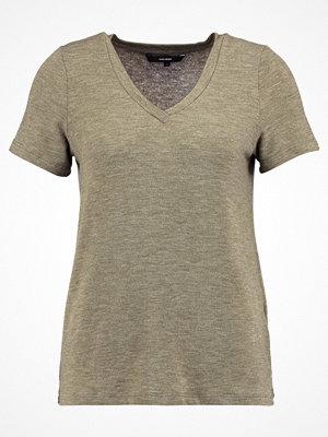 Vero Moda VMHONIE  Tshirt med tryck dark olive