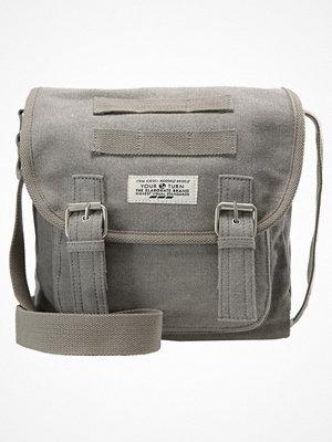 Väskor & bags - YourTurn Axelremsväska grey/cognac