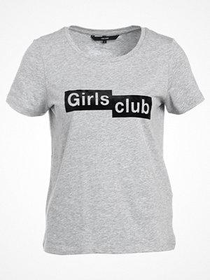 Vero Moda VMAIYO BOX Tshirt med tryck light grey melange/black beauty
