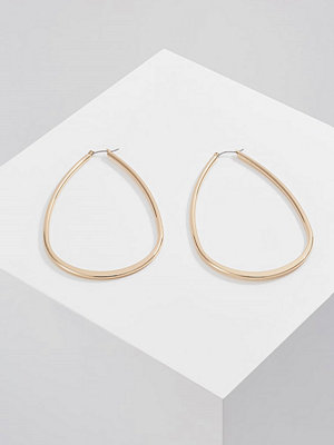 Topshop örhängen OVERSIZED TEAR HOOP Örhänge goldcoloured