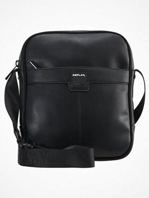 Väskor & bags - Replay Axelremsväska black