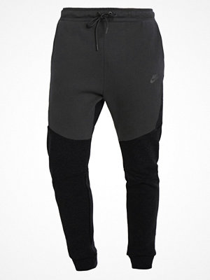 Nike Sportswear TECH FLEECE Träningsbyxor black heather/black