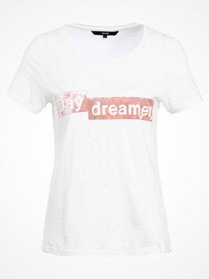 Vero Moda VMAIYO BOX Tshirt med tryck snow white/faded rose