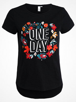 Q/S designed by Tshirt med tryck black