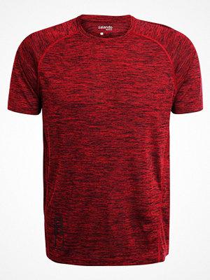 Sportkläder - Zalando Sports Tshirt bas chili pepper