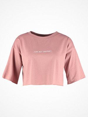 Daisy Street Petite Tshirt med tryck peach