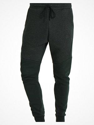 Nike Sportswear TECH FLEECE Träningsbyxor outdoor green/heather