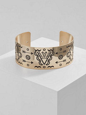 Topshop ENGRAVED CUFF Armband goldcoloured