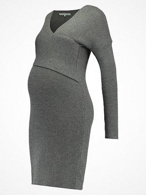 Anna Field MAMA Stickad klänning anthracite