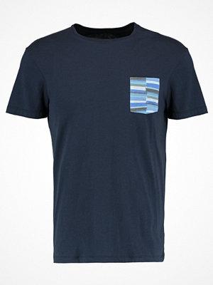 KIOMI Tshirt med tryck dark blue