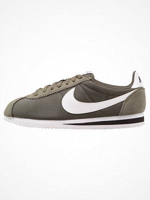 Sneakers & streetskor - Nike Sportswear CLASSIC CORTEZ Sneakers trooper/white/black