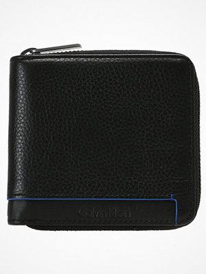 Plånböcker - Calvin Klein LARS ZIPAROUND Plånbok black