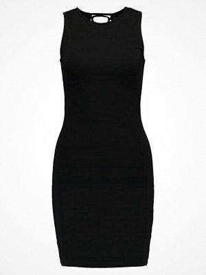 Even&Odd Fodralklänning black