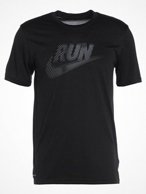 Sportkläder - Nike Performance RUN SWOOSH Tshirt med tryck black/armoury blue