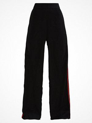 Fashion Union Petite CHIP SIDE STRIPE Tygbyxor black svarta