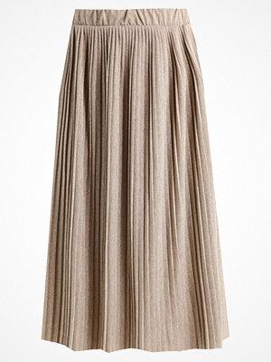 Kjolar - Vero Moda VMSIA Veckad kjol light grey melange/gold