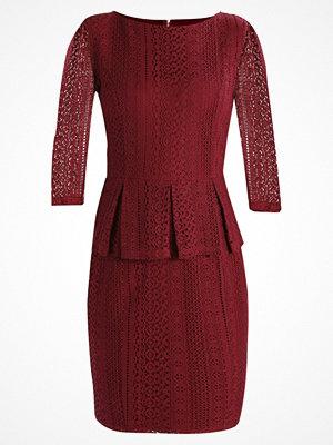 mint&berry Fodralklänning dark red