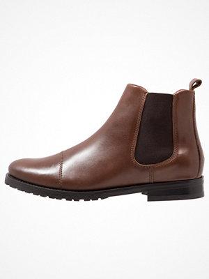 Boots & kängor - Royal Republiq NANO CHELSEA Stövletter brown