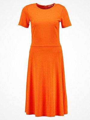 KIOMI TALL Jerseyklänning orange