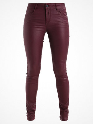 Vila VICOMMIT NEW COATED Jeans Skinny Fit bordeaux