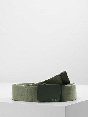 Calvin Klein PLAQUE  Skärp ivy