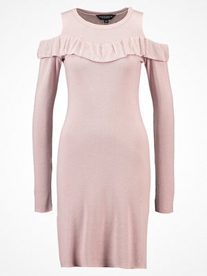 Dorothy Perkins COLD SHOULDER  Stickad klänning peach