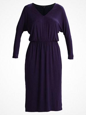 Baukjen BEAU  Jerseyklänning darkest navy