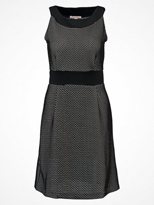 Anna Field WAFFLE STRUCTURE DRESS WITH RING COLLAR NECKLINE Sommarklänning black/cloud dancer
