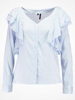Vero Moda VMERIKA FLOUNCE Skjorta snow white/chambray blue small stri
