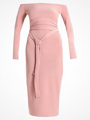 Lost Ink BOAT NECK SPLIT  Stickad klänning pink