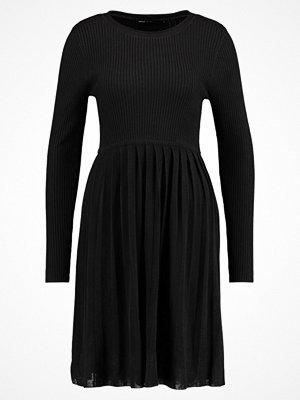 Only ONLLIFE  Stickad klänning black