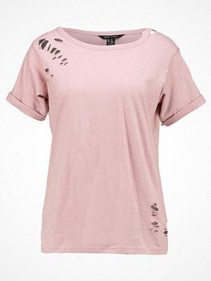 New Look SLASH NECK NIBBLED Tshirt med tryck light pink