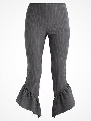 Missguided PINSTRIPE ASYMMETRIC FRILL HEM  Leggings grey