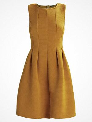 KIOMI TALL STRUCTURED FLARE  Jerseyklänning yellow