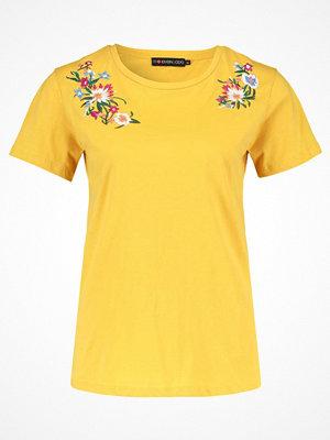 Even&Odd Tshirt med tryck mustard