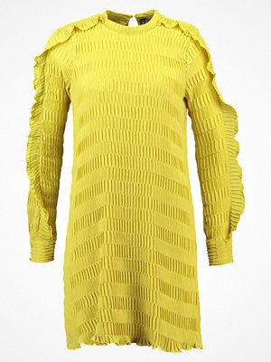YAS YASDIANA  Sommarklänning chinese yellow
