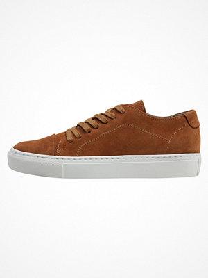 Garment Project CLASSIC LACE  Sneakers cognac
