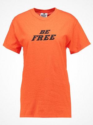 The Ragged Priest B&&B BE FREE  Tshirt med tryck orange