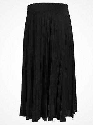 Anna Field Curvy Veckad kjol black
