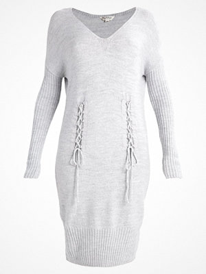 Miss Selfridge Stickad klänning grey