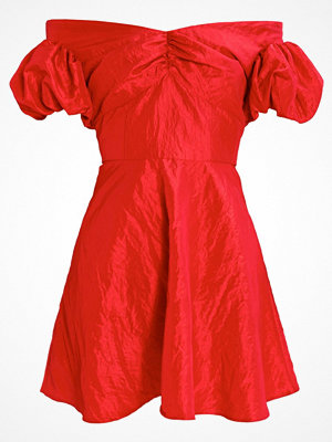 Topshop B&B TAFFETA PUFF SLEEVE BARDOT Cocktailklänning red