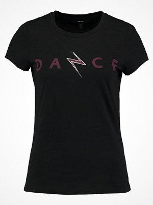 Vero Moda VMDANCESTUDIO Tshirt med tryck black/dark red