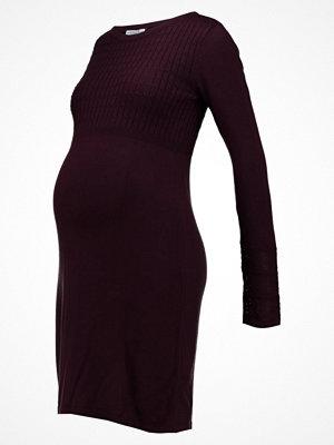 Anna Field MAMA Stickad klänning winetasting