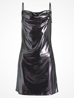 Topshop B&B LAME COWL SLIP MINI Jerseyklänning silver