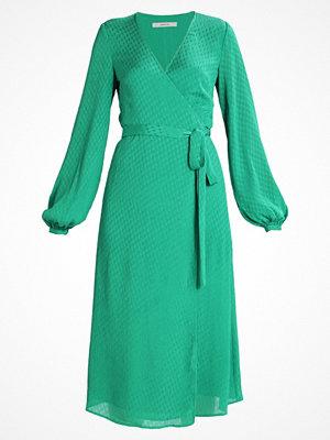 Gestuz NETE WRAP DRESS Sommarklänning jolly green