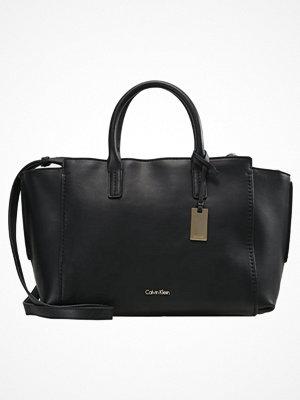 Calvin Klein svart shopper CHRISSY Shoppingväska black